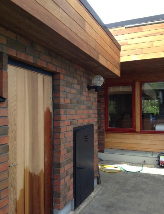 Inoljning av cederträ på villa