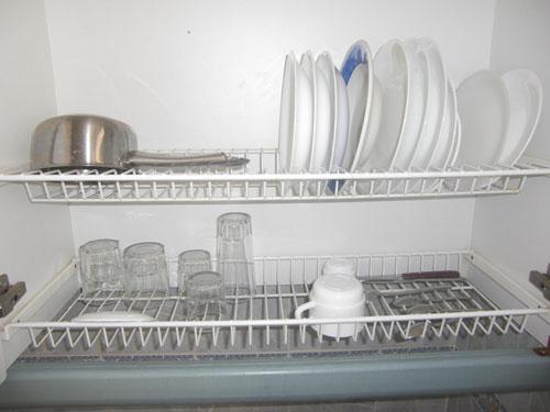 Diskställ i kökskåp